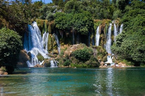 Co warto zobaczyć w Bośni – Wodospady Kravica